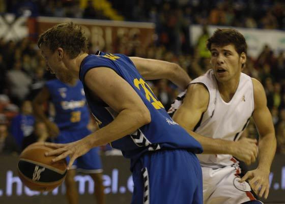 Savanovic,famoso por anotar triples, se ha convertido en la referencia interior del equipo.  Foto: José Manuel Vidal