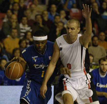 Tariq Kirksay se erigió en el mejor jugador de la jornada al obtener una valoración de 30 puntos en los 26 minutos que jugó.  Foto: José Manuel Vidal