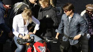 Cameron Diaz, subida en la moto junto a Tom Cruise.  Foto: Antonio Pizarro