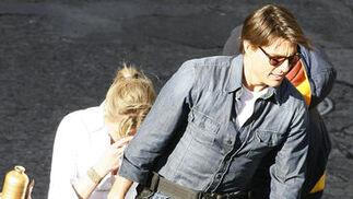 Tom Cruise se sube en la moto del rodaje con Cameron Diaz.  Foto: Antonio Pizarro