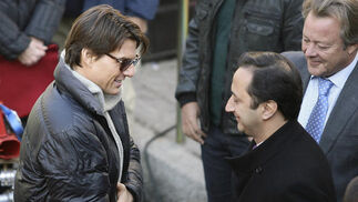 Tom Cruise saluda a Gómez de Celis junto a Eduardo Corcuera.  Foto: Antonio Pizarro