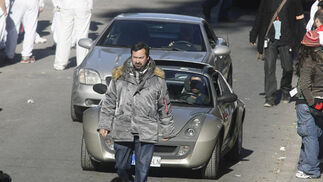 James Mangold, ante los coches utilizados en el rodaje.  Foto: Antonio Pizarro