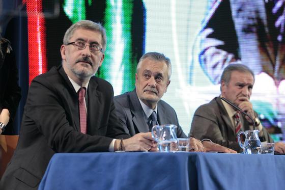 El consejero de la Presidencia, Antonio Ávila Cano, junto con el presidente de la Junta de Andalucía, José Antonio Griñán.  Foto: Juan Carlos Mu?