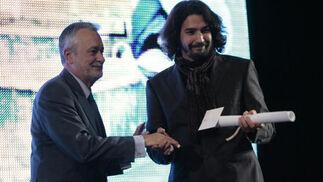 Antonio Acedo recogió el galardón en la modalidad Fotografía.  Foto: Juan Carlos Muñoz