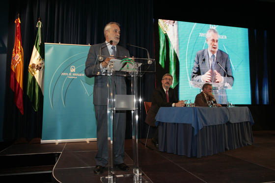 José Antonio Griñán durante su intervención en la gala de los Premios Andalucía de Periodismo.  Foto: Juan Carlos Muñoz