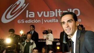 El corredor español y último ganador del Tour de Francia, Alberto Contador, durante la presentación de la Vuelta a España 2010.  Foto: Agencias