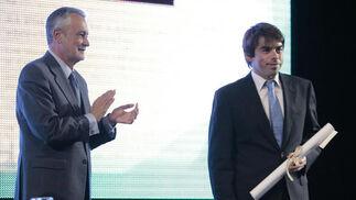 Rafael Höhr recoge el premio en la modalidad de Internet concedido a 'Joly Digital'.  Foto: Juan Carlos Muñoz