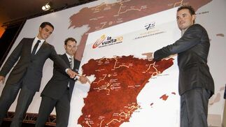 En la 65º edición de la Vuelta a España cambiará el color tradicional del maillot, pasando a ser de amarillo a rojo, color con el que se ha mostrado el mapa de España.  Foto: Agencias
