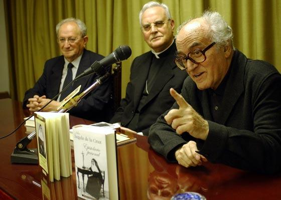 El Padre Javierre en la presentación del libro sobre Sor Ángela en el 2003.  Foto: Manuel Gómez