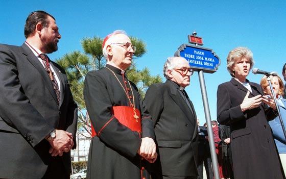 El Padre Javierre en la inaguración de la avenida que lleva su nombre en el año 1999.  Foto: Juan Manuel Montoro