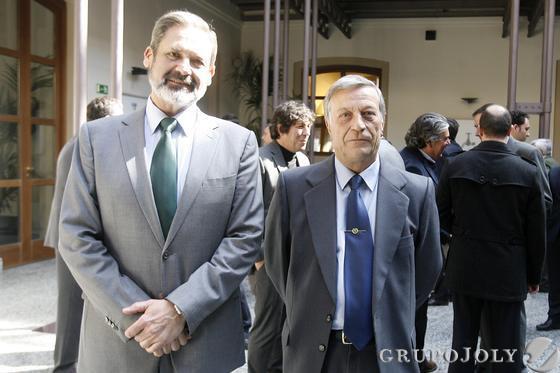 Vicente Pablo Ortells, delegado de Defensa en Cádiz, y el comandante jefe de personal de la Guardia Civil de Cádiz, Antonio Criado.  Foto: Julio Gonzalez-Joaquin Pino-Jose Braza