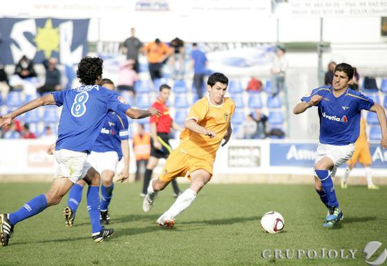 Imágenes del encuentro disputado por el Cádiz en el astigitano Muncipal de San Pablo  Foto: LOF