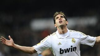 Kaká festeja el cuarto tanto madridista. / AFP