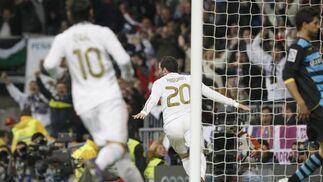 El Real Madrid golea de nuevo en el Bernabéu, esta vez el Espanyol (5-0). / EFE