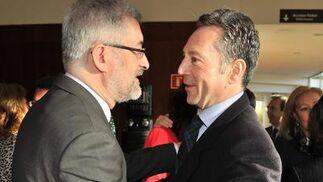 Antonio Ávila, consejero de Economía, Innovación y Ciencia de la Junta de Andalucía, saluda a José Joly, presidente del Grupo Joly.  Foto: V. Hidalgo