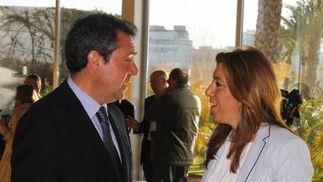 Juan Espadas junto a Susana Díaz.  Foto: V. Hidalgo
