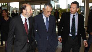 Rubalcaba y Griñán junto a José Joly, presidente del Grupo Joly.  Foto: Victoria Hidalgo