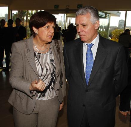 La consejera Josefina Cruz con el consejero de Gobernación y Justicia, Francisco Menacho.  Foto: Juan Carlos Vazquez y Victoria Hidalgo
