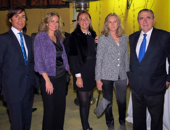 Ricardo Pichardo (Suma Legal), Blanca Parejo (Las Seventies), Rocío Silva, Lourdes Parejo, y Rafael Juliá, propietario del Restaurante Juliá Los Monos.  Foto: Victoria Ramírez