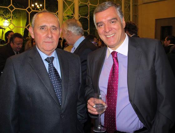 José Ignacio Medina, teniente general jefe de la Fuerza Terrestre, y Pepe Fernández, director de Onda Cero.  Foto: Victoria Ramírez