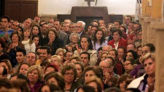 Arcángel, Argentina y Pepe 'El Marismeño' cantan la disertación del jefe de Cultura de 'Huelva Información', Eduardo Sugrañes. / Alberto Domínguez