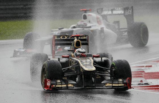 Fernando Alonso consigue la victoria en Sepang tras una carrera espectacular.  Foto: Reuters