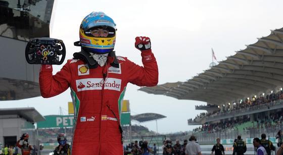 Fernando Alonso consigue la victoria en Sepang tras una carrera espectacular.  Foto: a