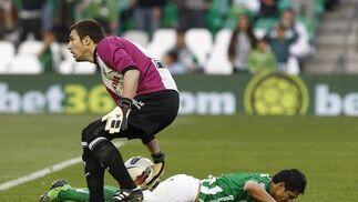 El Betis pierde una oportunidad para distanciarse del descenso y hundir al Racing de Santander (1-1). / Antonio Pizarro