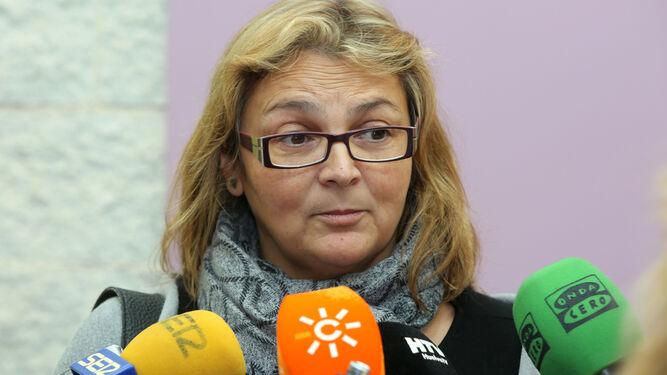 Paloma Hergueta atiende a los medios.