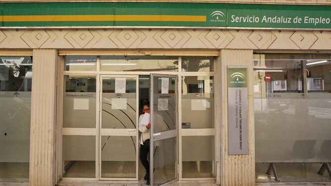 Los empleados p blicos caen un 11 07 en la provincia for Oficina de empleo andalucia