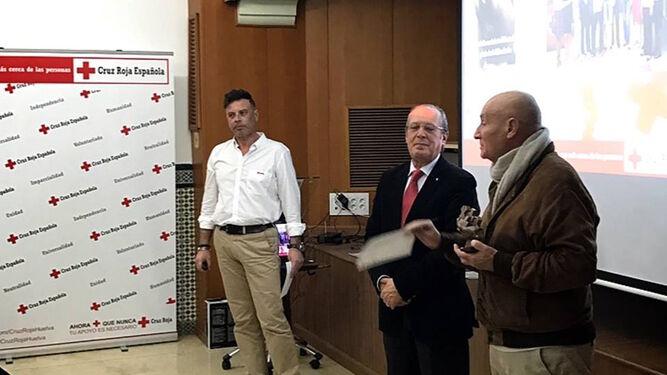 En el acto celebrado por la Cruz Roja en su sede, presidido por Juan José Blanco, se reconoció el trabajo de ocho voluntarios: Francisco Palacios,