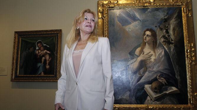 Carmen Thyssen posa ante el cuadro 'La Magdalena Penitente', de El Greco.