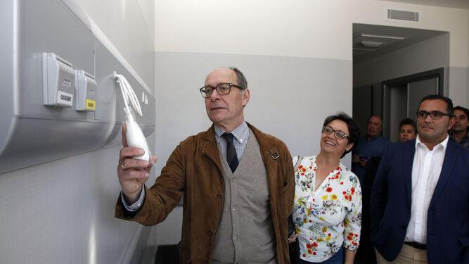 El diputado del PSOE, José Juan Díaz trillo, visitó ayer el Chare de la Costa Occidental.