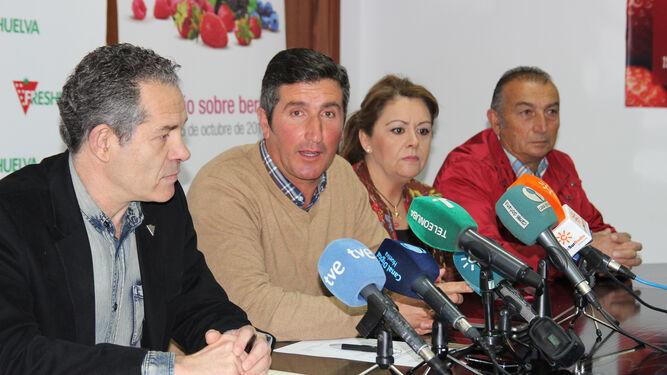 El presidente de la Plataforma, Cristóbal Picón, en el centro.