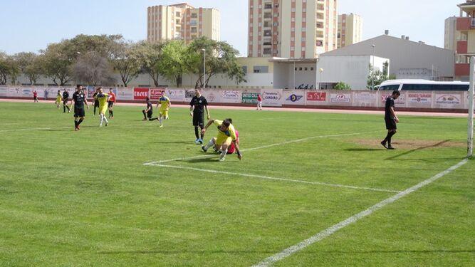 Sebas se dispone a festejar el primer gol que logró ayer ante el Camping, con el que se abrió el marcador.
