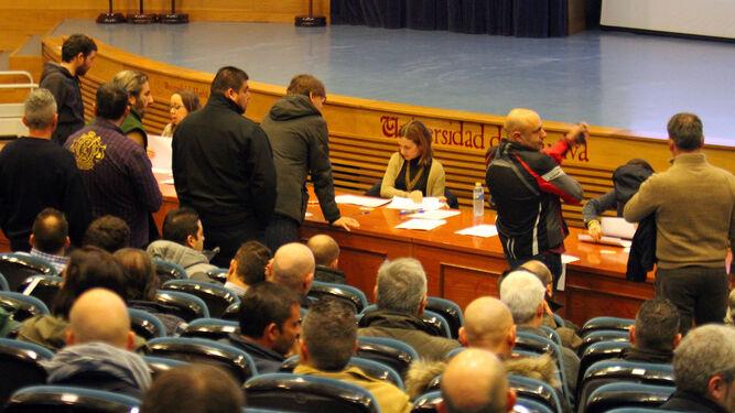 Uno de los éxamenes celebrados en el proceso de selección para la bolsa de empleo de Emtusa.