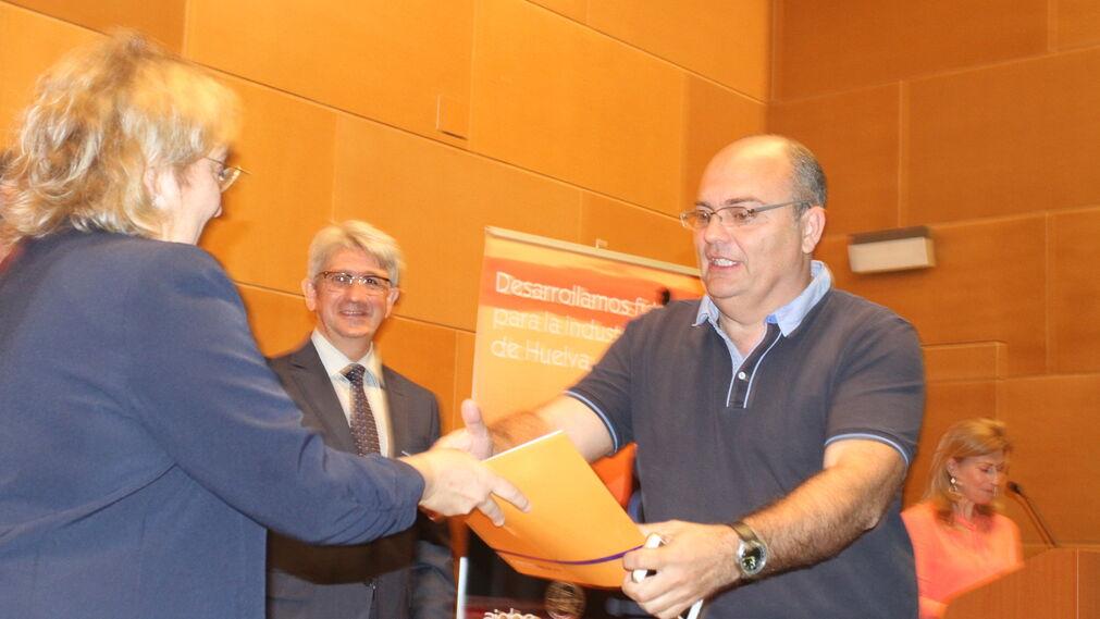 AIQB entrega los premios de la entidad en la UHU