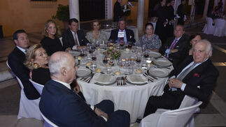 Manuel Cossío, Macarena Núñez, José Pérez, Myriam Núñez, Juan Álvarez, María del Mar Núñez Pol, Pedro Álvarez, Teresa Reina, Carlos Núñez Pol, Manuela Pemán y José Cañete.