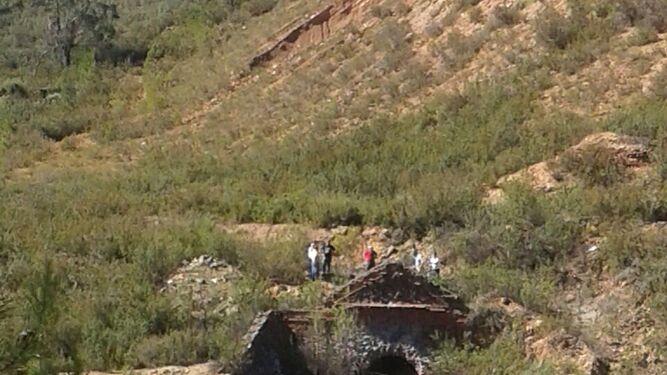Fuga de agua por uno de los túneles de la corta minera.