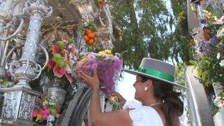Las Hermandades del Rocío de Ayamonte y Cartaya a su paso por la ciudad de Huelva