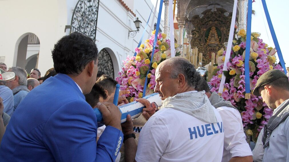 Imágenes de la salida de la Hermandad de Huelva