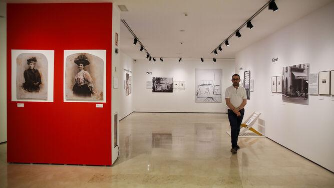 Vista general de una de las secciones de la muestra 'Palau mira a Picasso', en el Museo Casa Natal, en las salas de la Plaza de la Merced de Málaga.