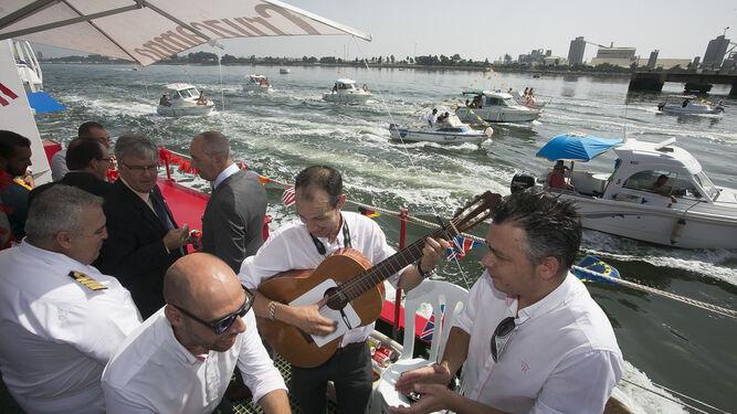 El grupo flamenco Quitasueño puso el compás en la procesión por la Ría.