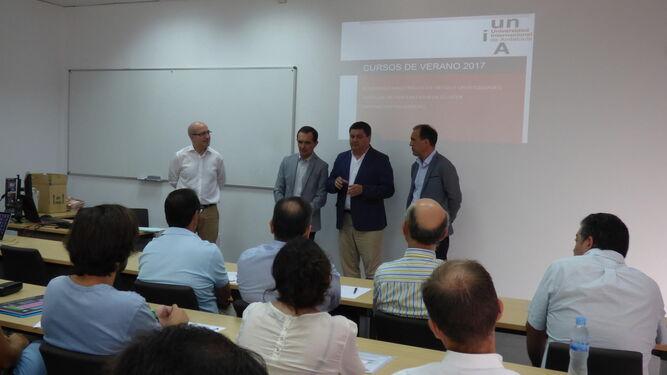 Representantes de la UNIA e instituciones en el primer curso de ayer.