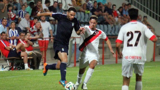 Antonio Núñez, que hoy no jugará por molestias, en un Recre-Cartaya de pretemporada.