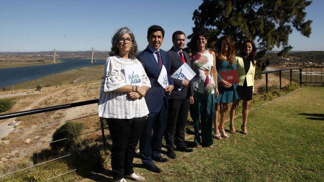 Alberto Fernández -en el centro de la imagen- junto a José Enrique Borrallo, María Antonia Peña, María Cabrita y Filomena Sintra.