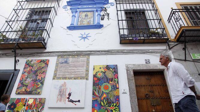 Un conjunto de pinturas en la fachada de un inmueble de la localidad.