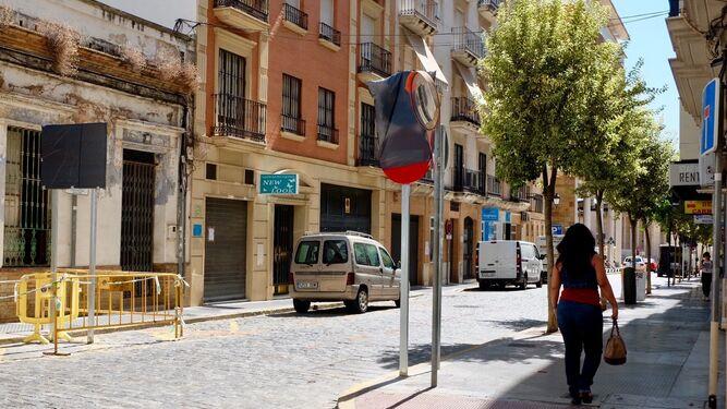 Por la calle Fernando el Católico sólo podrán transitar los usuarios del parking y de los garajes.