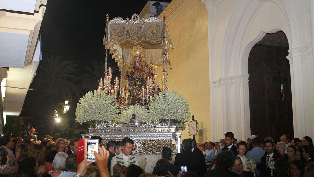 Imágenes de la salida procesional de la Virgen de la Bella en Lepe.