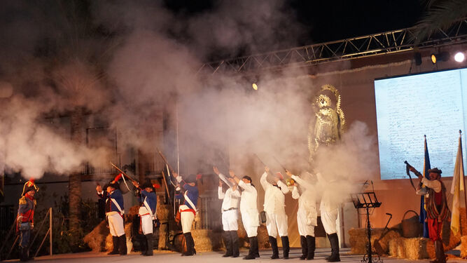 Salvas al aire en un momento de la representación realizada con motivo del homenaje en Villarrasa.